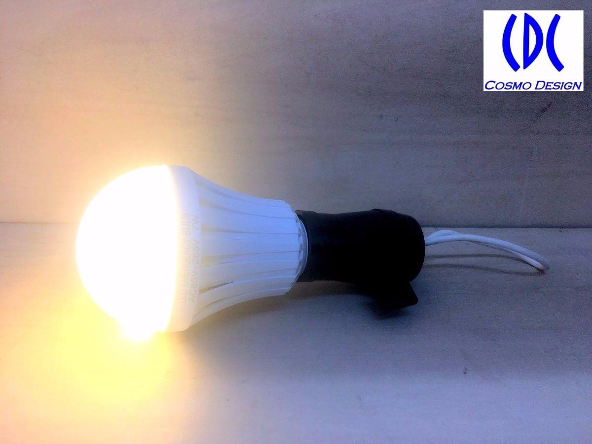 LED電球内部の電池を使って点灯中