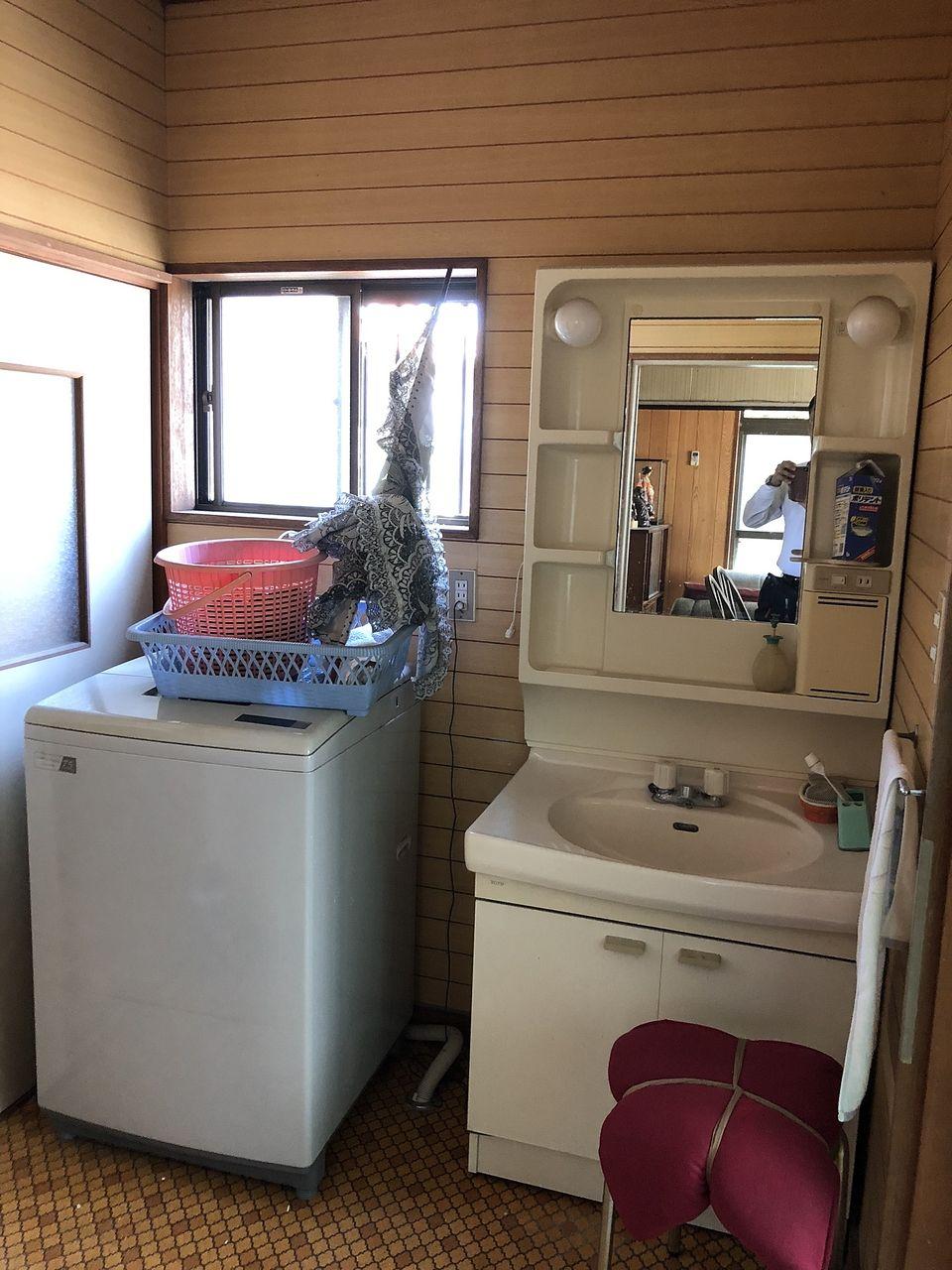 工事前の洗面化粧室